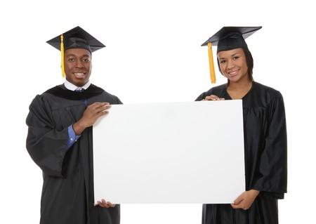 graduacion de universidad: Un guapo African American hombre y la mujer la celebraci�n de un signo