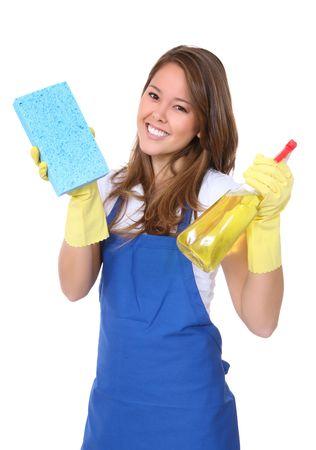 servicio domestico: Una linda mujer de limpieza con una esponja limpia y spray