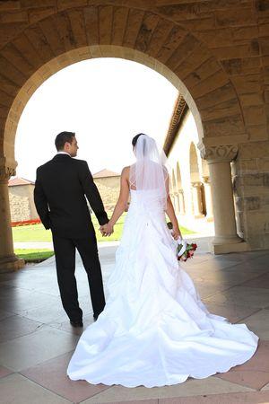 church flower: Una donna e un uomo, sposa e sposo, cerimonia di matrimonio in chiesa