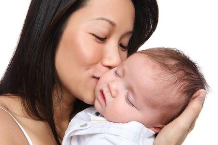 madre y bebe: Una madre con hijo con amor mientras �l est� durmiendo