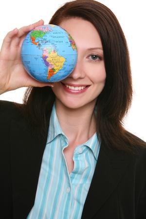 Une jolie femme d'affaires tenant un petit globe Banque d'images