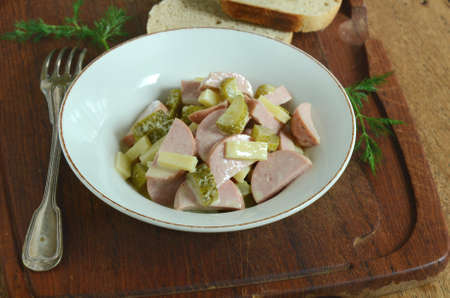 gherkins: Swiss salad with sausage, cheese and gherkins