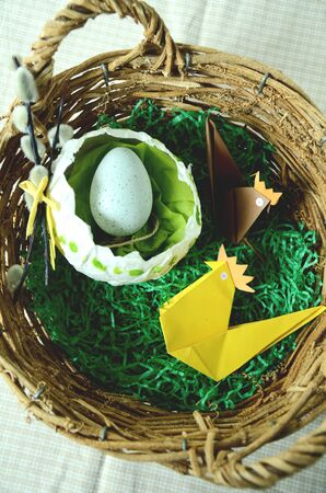 crafty: Wooden easter basket with origami chicken and an eggschell