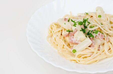 Pastaspaghetti with asparagus and ham
