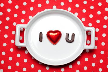 i love u: Valentine concept de jour: je aime u signer en lettres de chocolat Banque d'images
