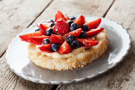 custard: Tartlet with custard and berries