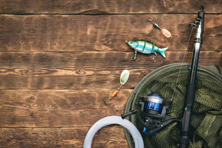 Fishing flat lay background with a copy space. Fishing gear on a wooden table. 版權商用圖片 - 152009485