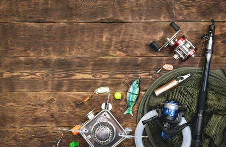 Fishing flat lay background with a copy space. Fishing gear on a wooden table. 版權商用圖片 - 152029189