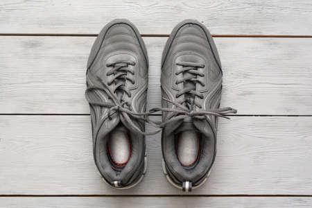 Gray sport shoes on the wooden floor background. 版權商用圖片 - 152886658