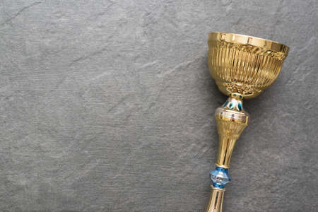 Award golden cup on the gray background with copy space. 免版税图像