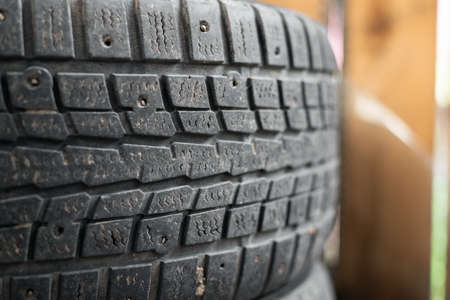 Used car tires on the floor close up background. 版權商用圖片 - 152888786