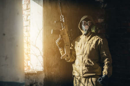Soldier in the gas mask and with rifle in danger zone. Standard-Bild