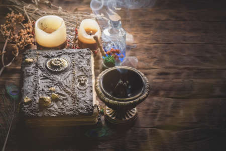 A magic book and potion on the witch doctor table close up. Banque d'images