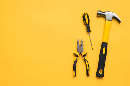 Construction tools on the yellow flat lay background with copy space. 免版税图像