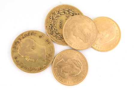 old coins: Monete d'oro europee in heap