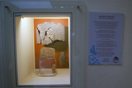 verdrag: Kades verdrag in het museum van Istanbul Redactioneel