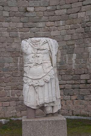 Statue brisée d'un homme de guerrier. Marbre, Pergam, Turquie Banque d'images - 31611567