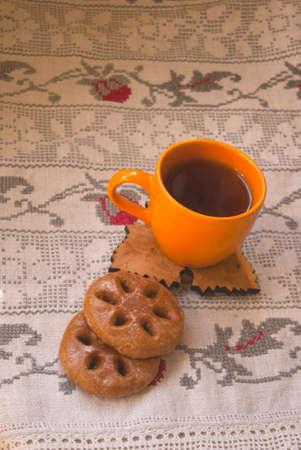 round gingerbread and tea on a towel