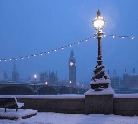 londre nuit: Big Ben dans un rare Snow Blizzard Banque d'images