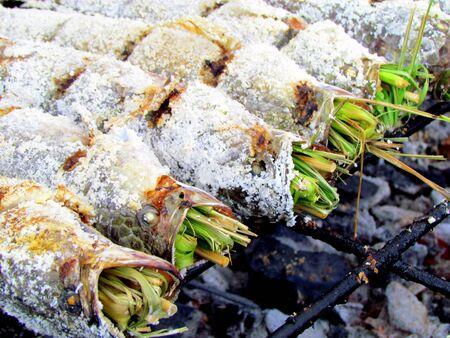 Herb stuffed fish on a grill in Bangkok 版權商用圖片