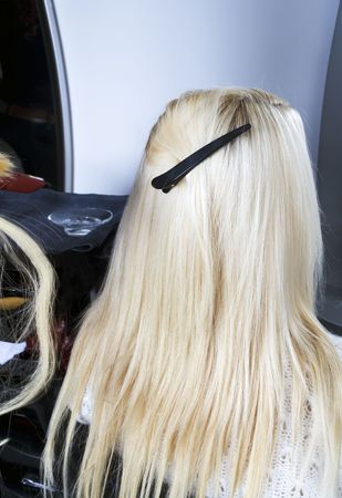 frizz: Blond hair extensions 2