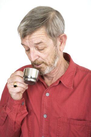 hombre tomando cafe: Senior hombre que beb�a caf�