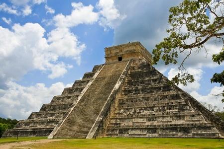 チチェン ・ イッツァ メキシコ ・ ユカタン半島上でククルカンのピラミッド。 写真素材