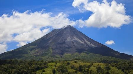 パノラマの景色の有名なアレナル火山、コスタリカ。