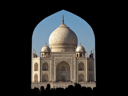 glimpse: First glimpse of the Taj Mahal, going in through the main gate.