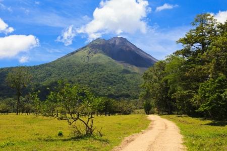 コスタリカのアレナル火山につながる未舗装の道路 写真素材