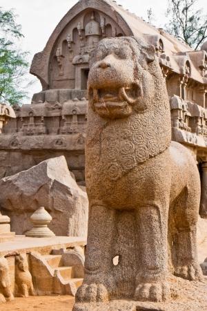 mahabalipuram: Lion statue at the Five Rathas site in Mahabalipuram, India  Stock Photo