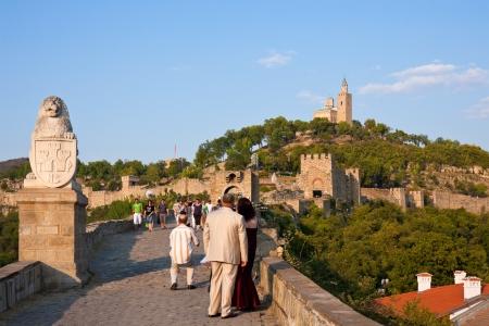 veliko: VELIKO TURNOVO, BULGARIA - AUGUST 23, 2009: Tourists at Tsarevets Fortress in Veliko Turnovo, the medieval capital of Bulgaria.