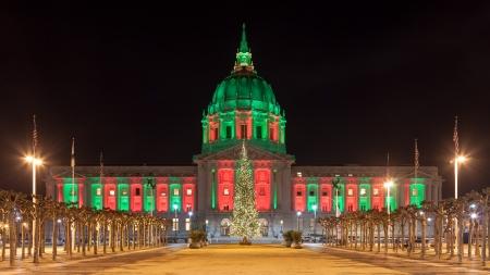Panorama de San Francisco City Hall iluminado por las luces de Navidad. Foto de archivo - 16679808
