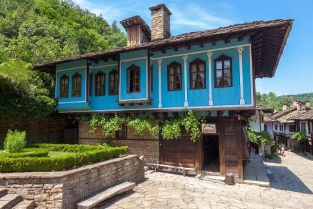 Blaues Haus in der bulgarischen Wiedergeburt Stil in Etar, Bulgarien.
