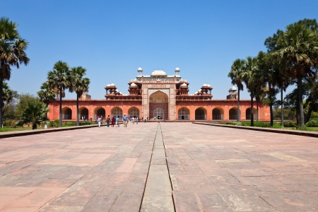 grandiose: Panoramic view of Akbar the Greats tomb at the Sikandra in Agra, india. Editorial