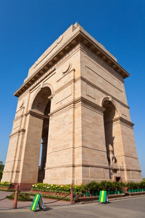 monument in india: Dramatic angle view of the India Gate monument in New Delhi, India.