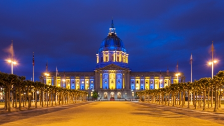 california state: San Francisco City Hall at night in blue and gold light, in honor of the Golden State Warriors  Stock Photo