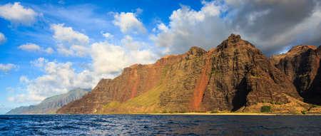 na: Colorful mountains along the Na Pali coast of Kauai island, Hawaii