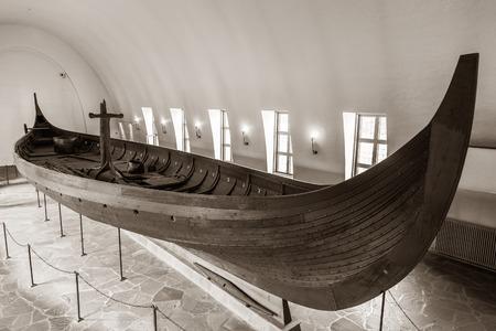 Oslo, ノルウェーのヴァイキング博物館でバイキングのロングシップ。