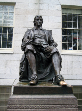 ivy league: John Harvard Statue