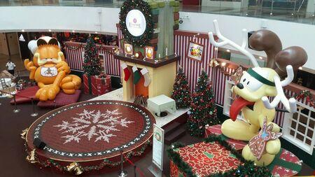 Новогоднее украшение на Empire Галерея Торговый центр Малайзии Фото со стока