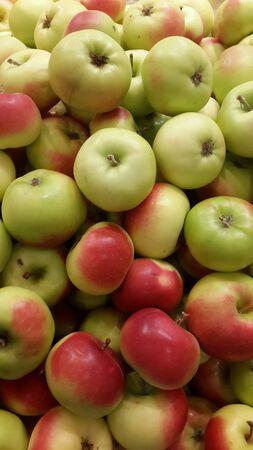 Мини-органические яблоки Фото со стока