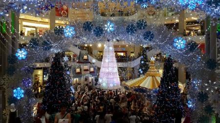 Новогоднее украшение в павильоне Куала-Лумпур