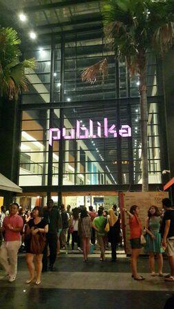 Толпа на Publika, в торговом центре в Малайзии на новый год накануне 2013 Фото со стока