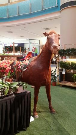 Показать лошади для китайского нового года в Sunway Pyramid 2014 Фото со стока