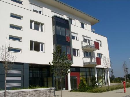 developed: Foto de la moderna casa de pisos  Foto de archivo
