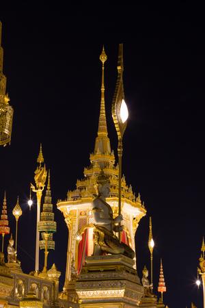 Exhibition on royal cremation ceremony of His Majesty King Bhumibol Adulyadej,Sanam Luang Ceremonial Ground,Bangkok,Thailand on November7,2017:Kneeling deities carrying fan-shaped regalia at Royal Crematorium 版權商用圖片 - 89570088