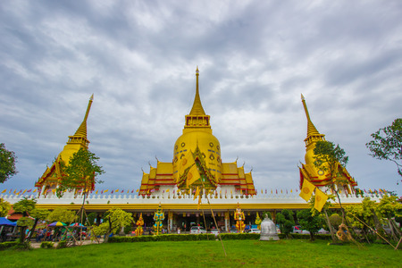 Great golden pagoda of Wat Prong Arkad in Amphoe Bang Nam Priao,Chachoengsao Province,Thailand. Фото со стока