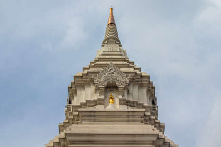Phasi Charoen district,Bangkok,Thailand on May29,2020:Close up the pinnacle of Maharatchamongkhon stupa in Wat Paknam Phasi Charoen. 에디토리얼