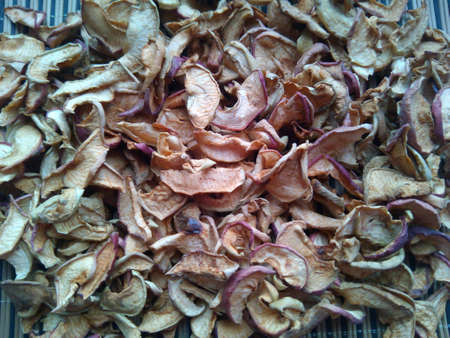 dried: Dried apples